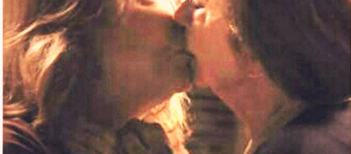 A cena do beijo entre as personagens Estela e Tereza, interpretadas, pelas atrizes Nathália Timberg e Fernanda Montenegro